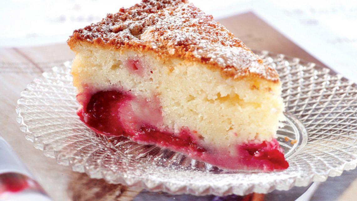 עוגת השזיפים הטובה מכולן. צילום: דניה ויינר | סגנון: דלית רוסו