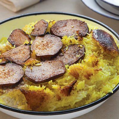 אורז פרסי (לבן-צהוב) חגיגי עם טהדיג. צילום: דן לב | סגנון: דיאנה לינדר