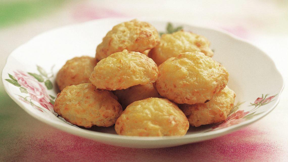 בּוּאיקוֹס - לחמניות גבינה. צילום: אסנת בן דב