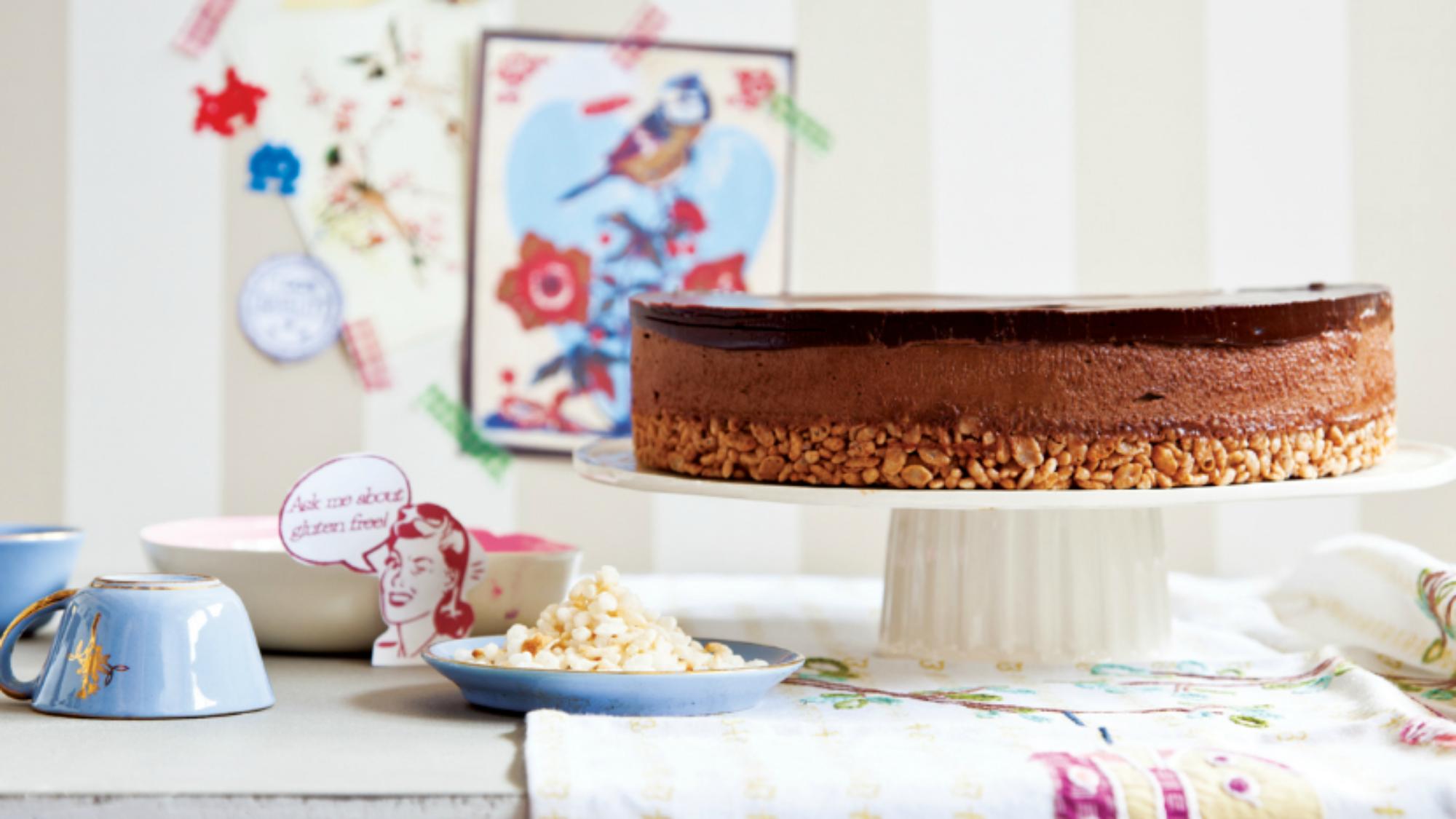 עוגת מוס שוקולד עם בסיס פצפוצים. צילום: דן לב | סגנון: דלית רוסו