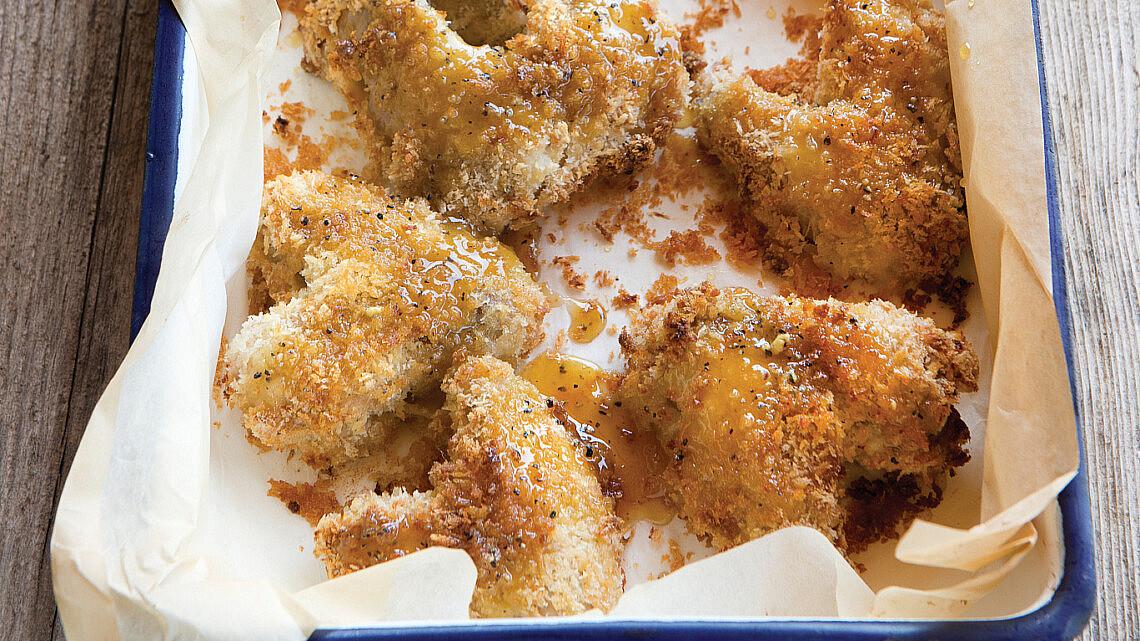 כנפיים פריכות בתנור. צילום: עודד מרום | סגנון: דיאנה לינדר