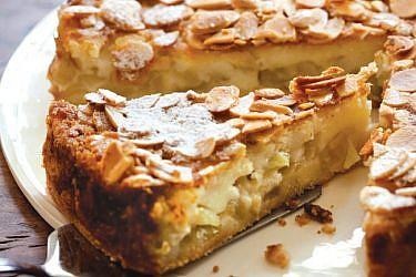 עוגת תפוחים ושקדים של זיגי. צילום: דן לב | סגנון: דלית רוסו