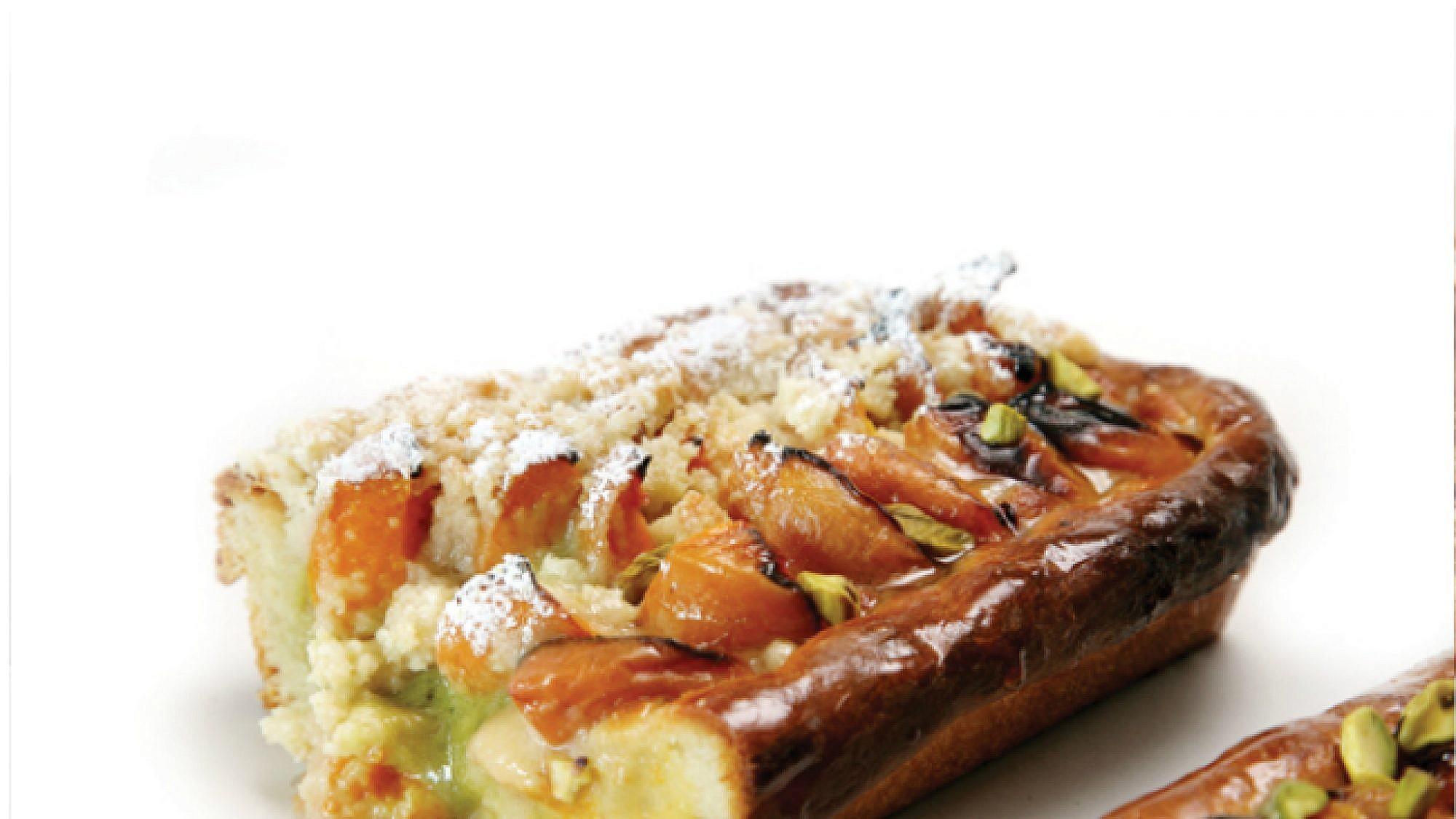 עוגת שמרים משמש עם שטרויזל. צילום: דניאל לילה