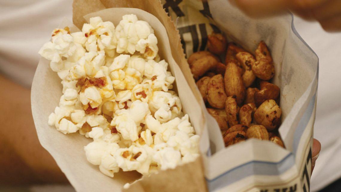 אגוזי קשיו אפויים בתבליני גראם מסאלה. צילום: דניה ויינר | סגנון: רותם ניר