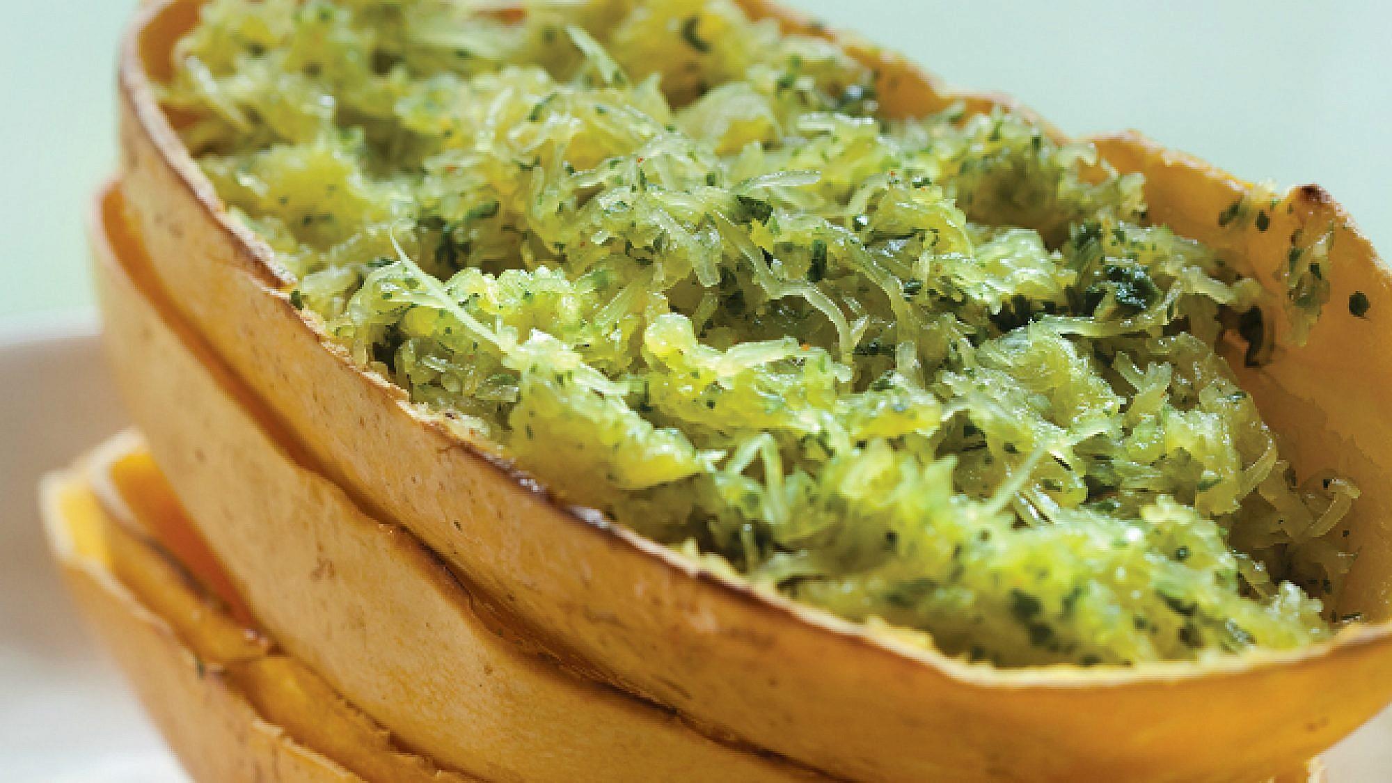 דלעת ספגטי בעשבי תיבול, שמן זית וצ'ילי. צילום: דן לב   סגנון: דלית רוסו
