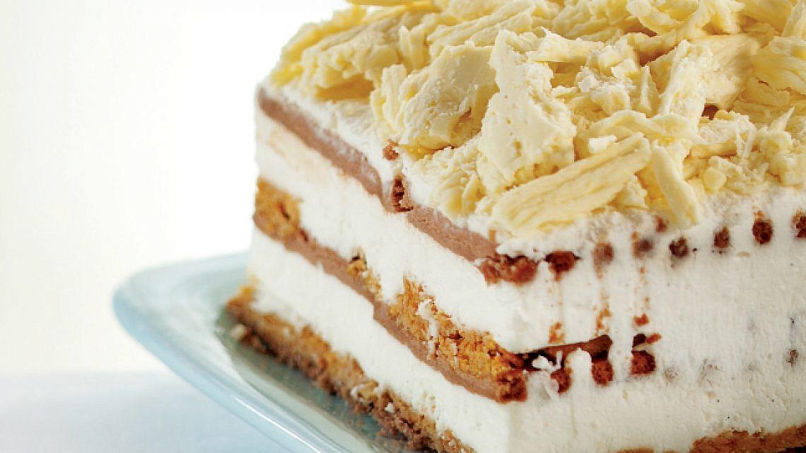 עוגת גבינה וביסקוויטים עם הפתעות קראנץ'. צילום: דניאל לילה | סגנון: עמית פרבר