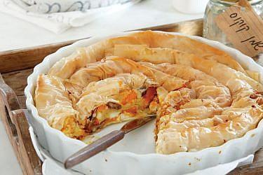 מאפה פילו עם שמן קוקוס ממולא בדלעת ערמונים. צילום: דניה ויינר | סגנון: אוריה גבע