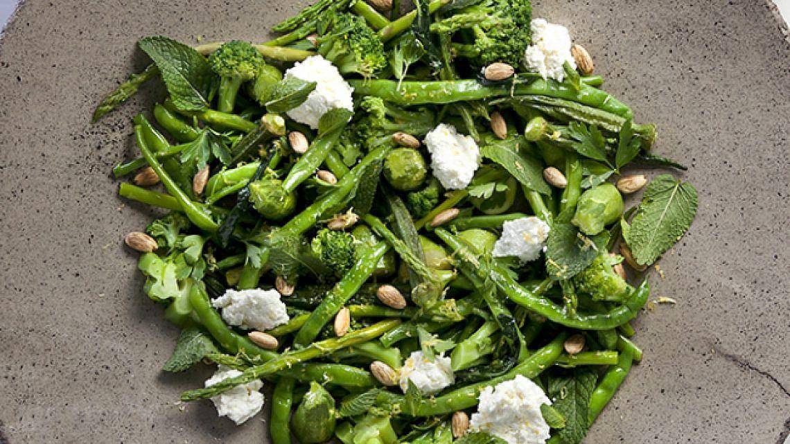 ירקות ירוקים בוויניגרט שום-לימון. צילום: דניאל לילה | סגנון: עמית פרבר