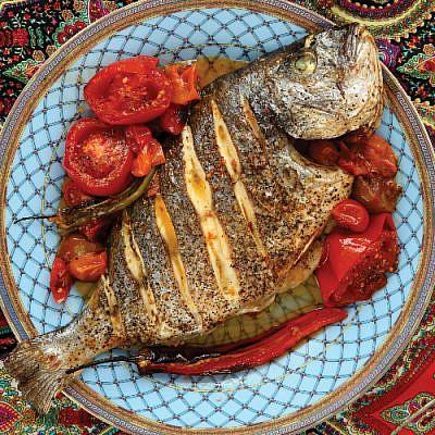קדרת דג בעגבניות. צילום: דניה ויינר | סגנון: רותם ניר