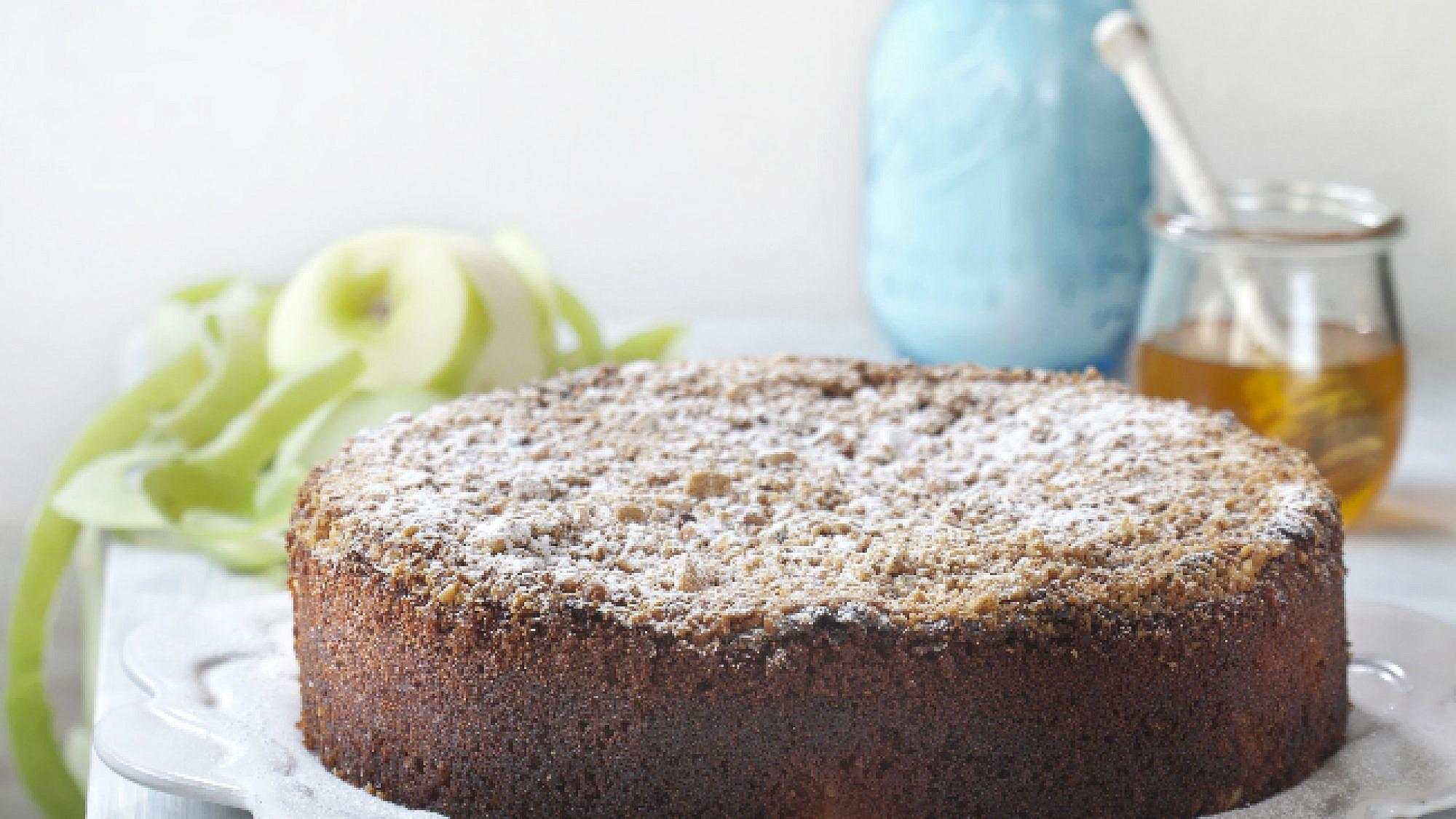 עוגת פירורים תפוח ודבש. צילום: דניאל לילה | סגנון: עמית פרבר