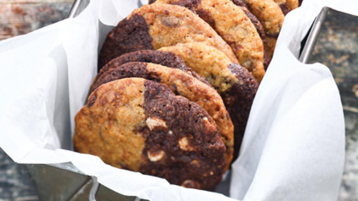 עוגיות שחור-לבן עם קוואקר. צילום: דן פרץ   סגנון: אוריה גבע