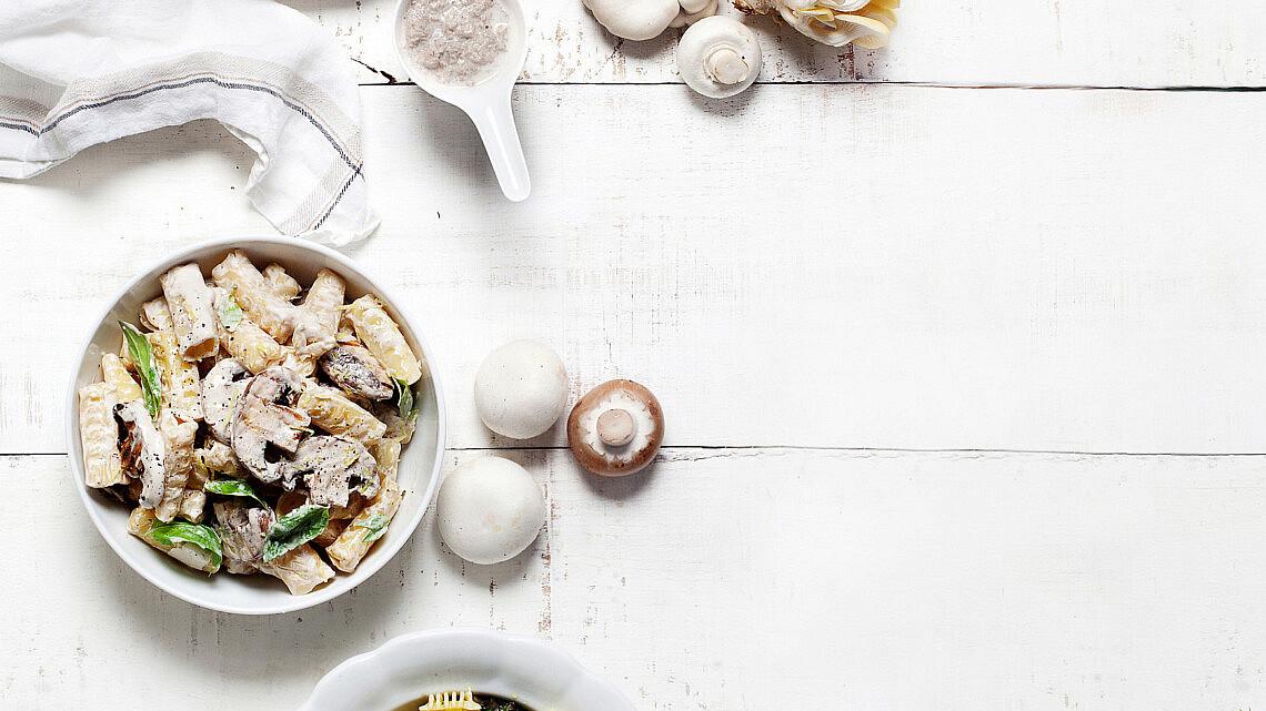 פסטה עם פורטובלו צלויות ברוטב מסקרפונה ויין לבן. צילום: דניאל לילה | סגנון: עמית פרבר