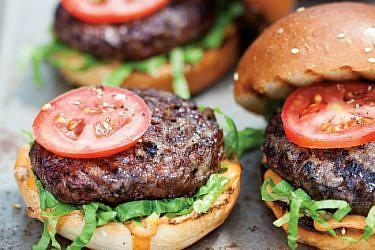 המבורגר בייקון וגאודה. צילום: דניאל לילה | סגנון: עמית פרבר