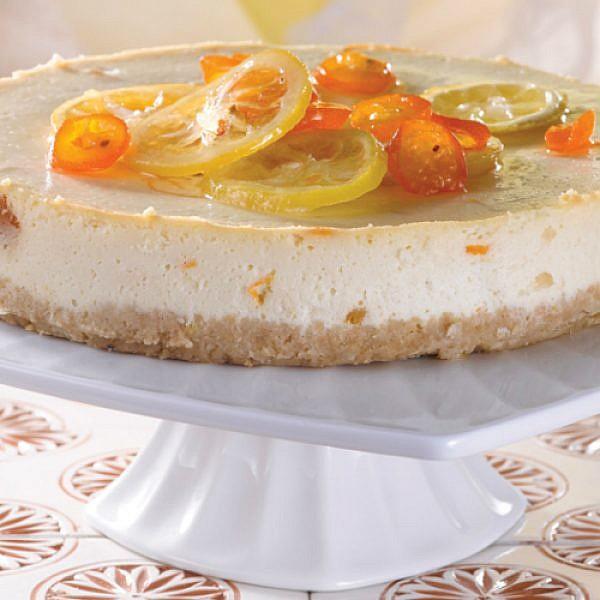 עוגת גבינה אפויה עם תפוזים. צילום: רונן מנגן | סגנון: רותם ניר