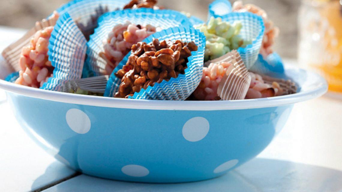 ממתק שוקולד ורוד עם פצפוצי אורז. צילום: דן לב, סטיילינג: רותם ניר