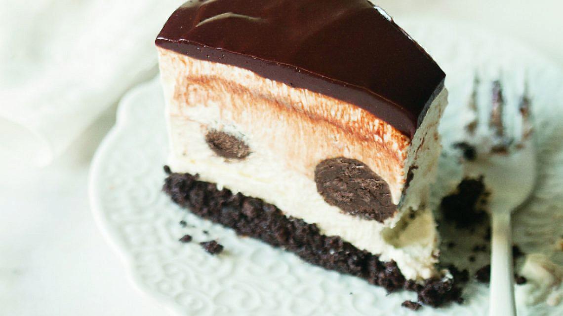 עוגת גבינה, שוקולד והפתעות. צילום: דניאל לילה | סגנון: עמית פרבר