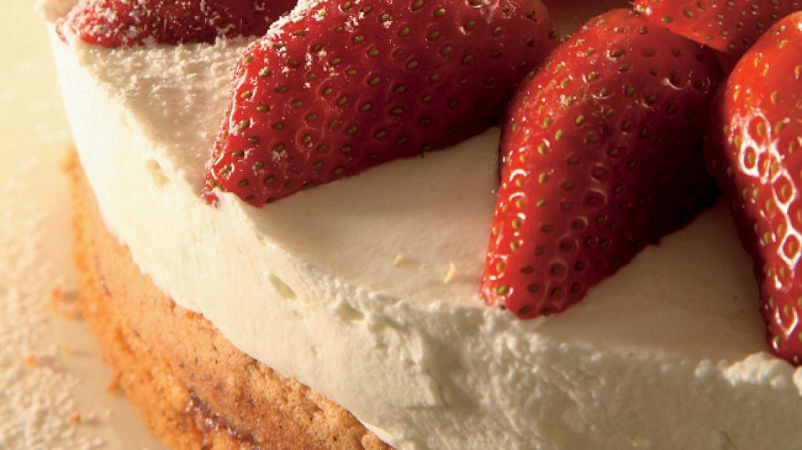 מתוק לשבת: עוגת תותים. צילום: דניאל לילה