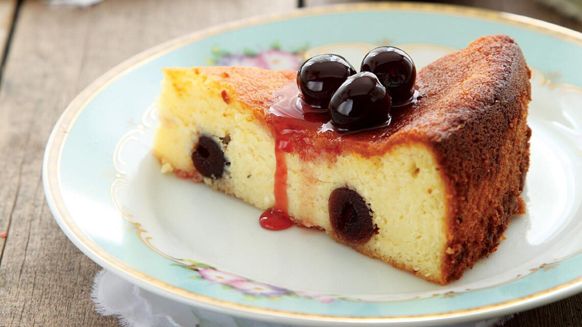 עוגת ריקוטה, שקדים ואמרנה. צילום: דניה ויינר | סגנון: אוריה גבע