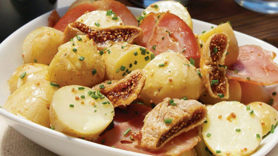 סלט תפוחי אדמה, דבלים וחזה אווז. צילום: ליאת פז