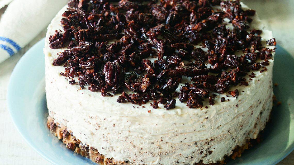 עוגת גבינה ופקאן סיני. צילום: דניאל לילה | סגנון: עמית פרבר