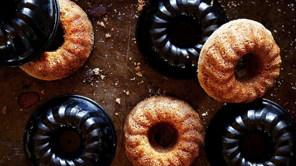 עוגת לימון וקוקוס טבעונית. צילום: דניאל לילה | סגנון: עמית פרבר
