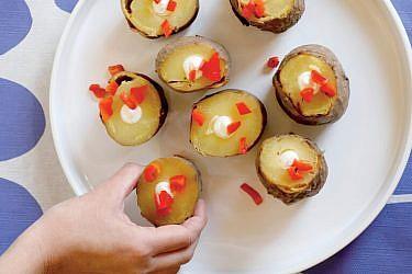 קרטושקס - תפוחי אדמה מדורה. צילום: דניה ויינר | סגנון: רותם ניר