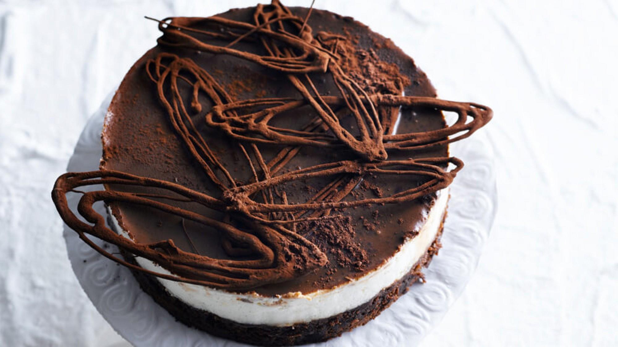 עוגת גבינה ושוקולד. צילום: רונן מנגן, סגנון: דלית רוסו