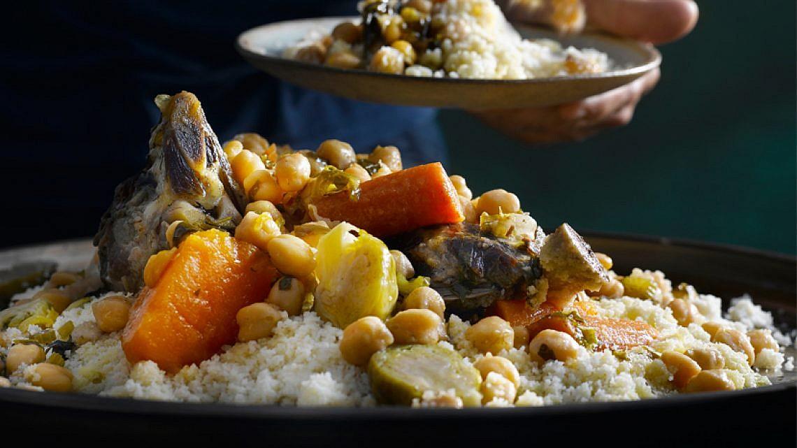 קוסקוס כתף טלה, ירקות וגרגרי חומוס. צילום: רונן מנגן   סגנון: עמית פרבר
