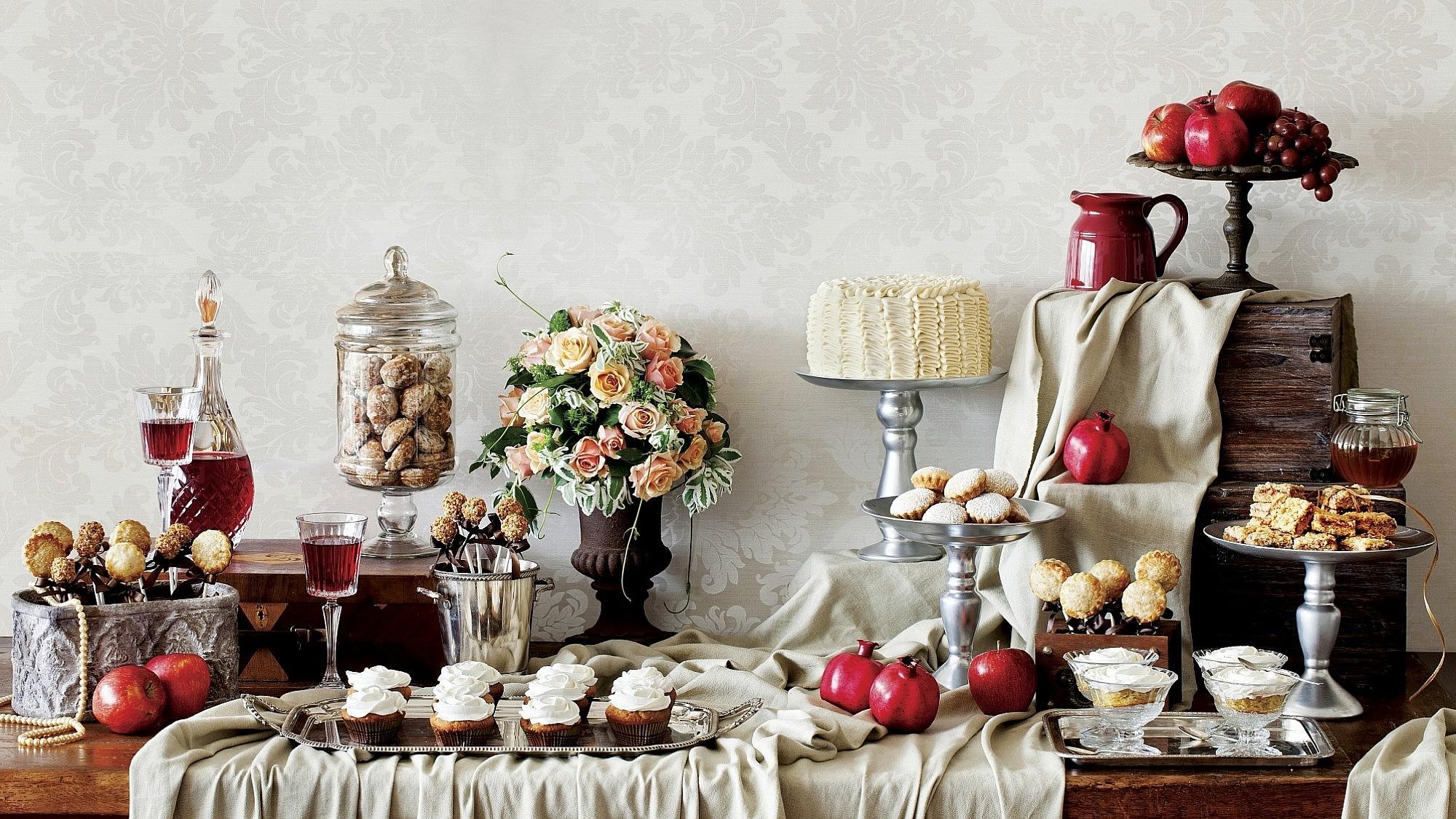 שולחן מתוקים לראש השנה. צילום: בועז לביא