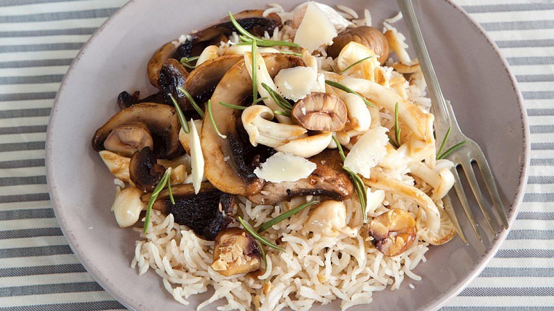 אורז עם פטריות וערמונים. צילום: דן לב   סגנון: אוריה גבע