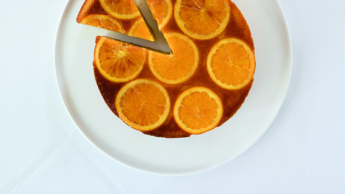"""עוגת שקדים ותפוזים של רביבה אפל ז""""ל. צילום: רוני כנעני"""