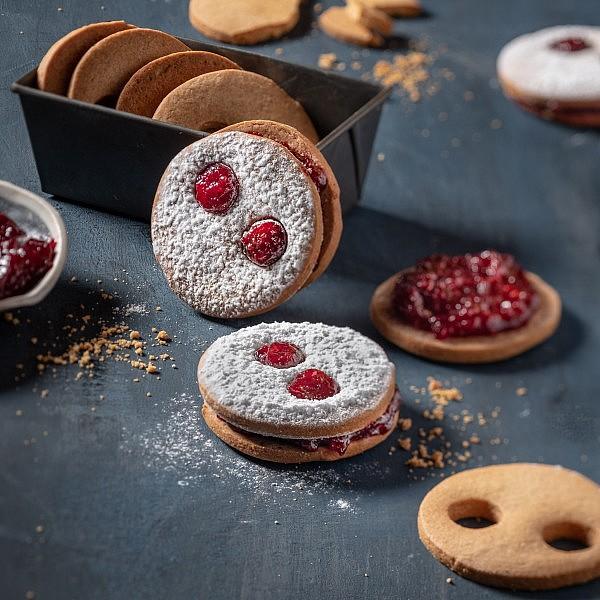 עוגיות ריבה של עופר בן נתן. צילום: אנטולי מיכאלו. סטיילינג: ענת לבל
