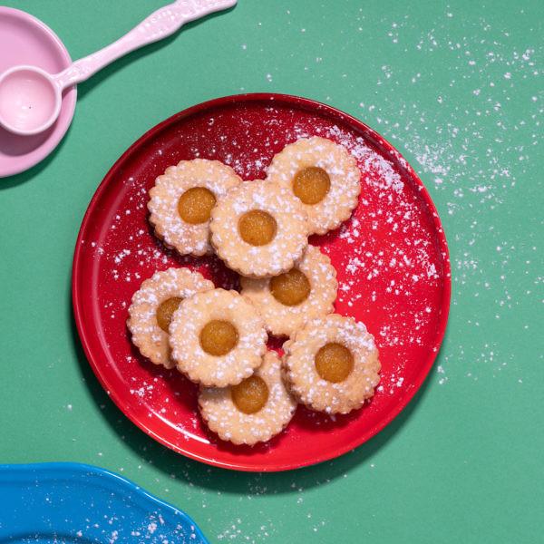 עוגיות שושנים עם ריבת אננס של מיכל בוטון. צילום: אנטולי מיכאלו; סטיילינג: אינה גוטמן