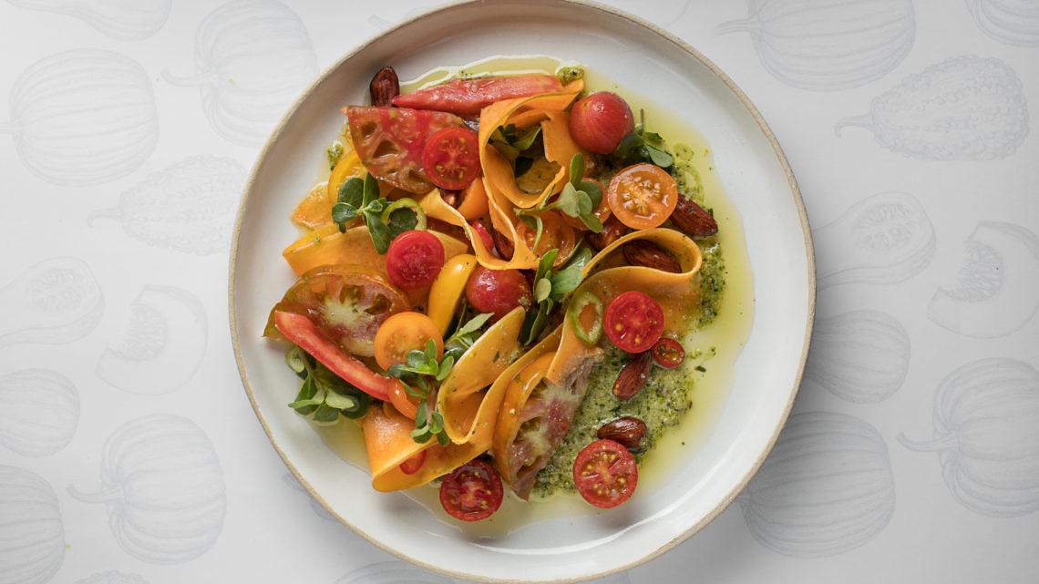 סלט דלעת ועגבניות של סוף הקיץ של רינת צדוק. צילום:חיים יוסף