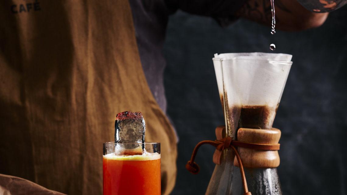 קוקטייל בושוויק גריבלדי עם קפה. צילום: בן יוסטר. בשיתוף בינז