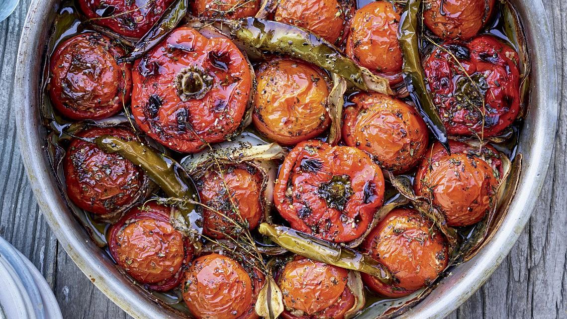 גמיסטה- עגבניות ופלפלים ממולאים באורז של שף אליאב גולדנברג. צילום: דן פרץ. סטיילינג: נורית קריב