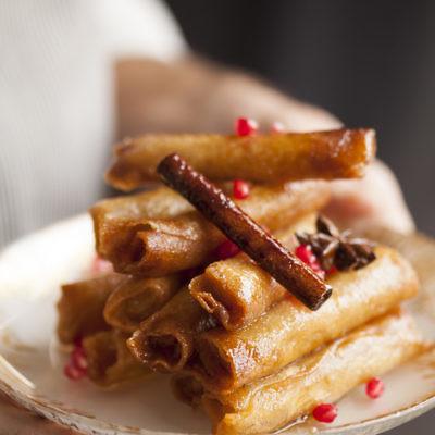 סיגרים ממולאים מרציפן ותבלינים של שף צ'רלי פדידה. צילום: אפיק גבאי