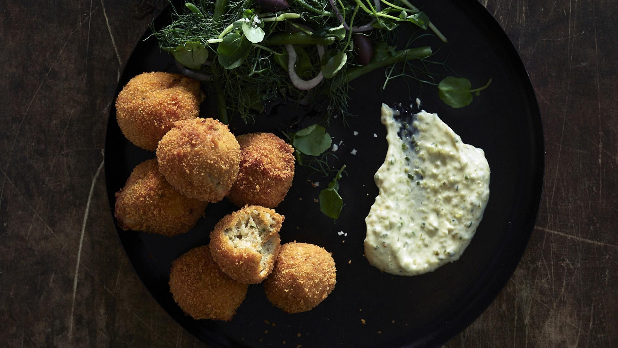 קרוקטים של שף עינב אזגורי. צילום: אנטולי מיכאלו, סטיילינג: דלית רוסו