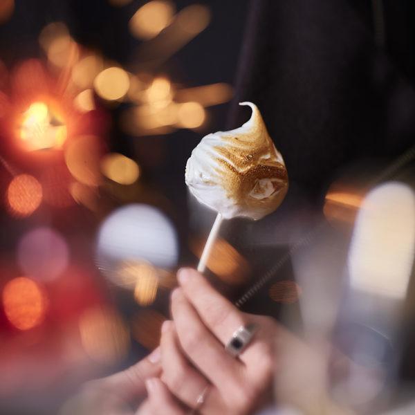 טארט לימון קפוא על שיפוד של שף מושיקו גמליאלי. צילום: אנטולי מיכאלו, סטיילינג: ענת לבל