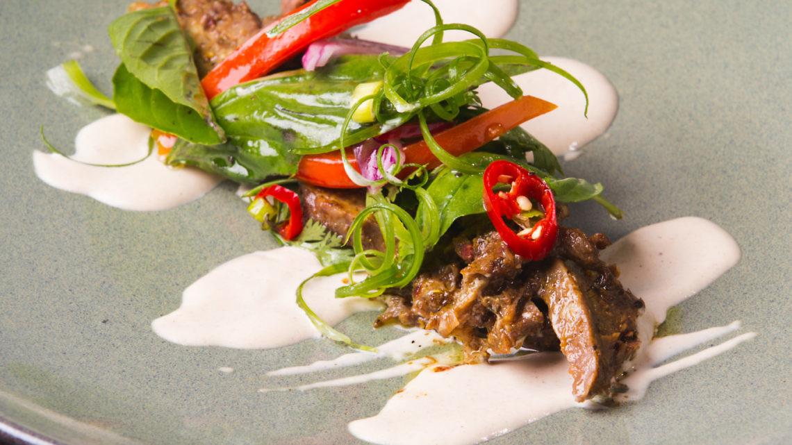 שפונדה יוונית בעשבי תיבול עם קרם טחינה של שף מקס פרננד. צילום וסטיילינג : איתן וכסמן
