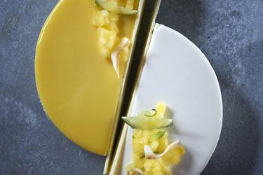 עוגת מוס גבינה קאריבית של שי סוילם. צילום: אנטולי מיכאלו. סטיילינג: נעמה רן