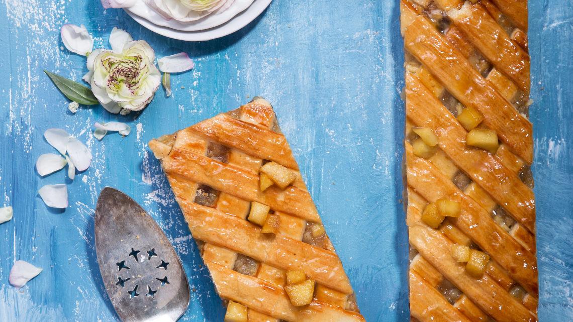 עוגת תפוחי עץ של שף עופר גל. צילום: שרית גופן. סטיילינג: אינה גוטמן