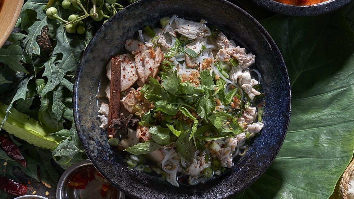 מרק קוטייאו גאי של מסעדת נאם. צילום: אנטולי מיכאלו