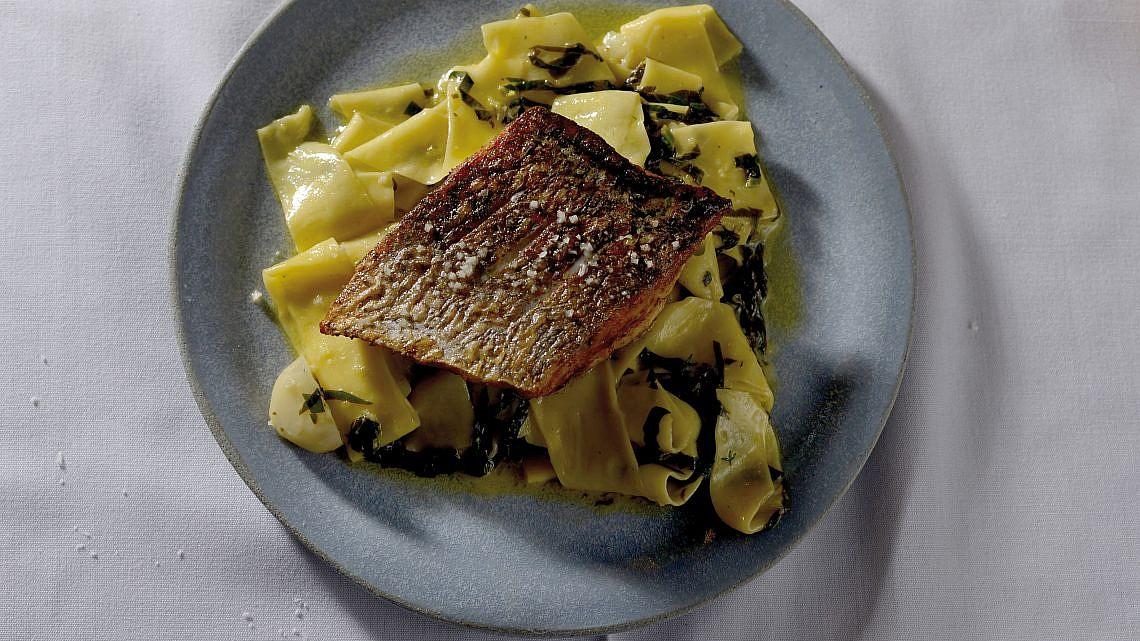 פפרדלה דג בחמאת לימון של שף מושיקו גמליאלי. צילום: רן בירן
