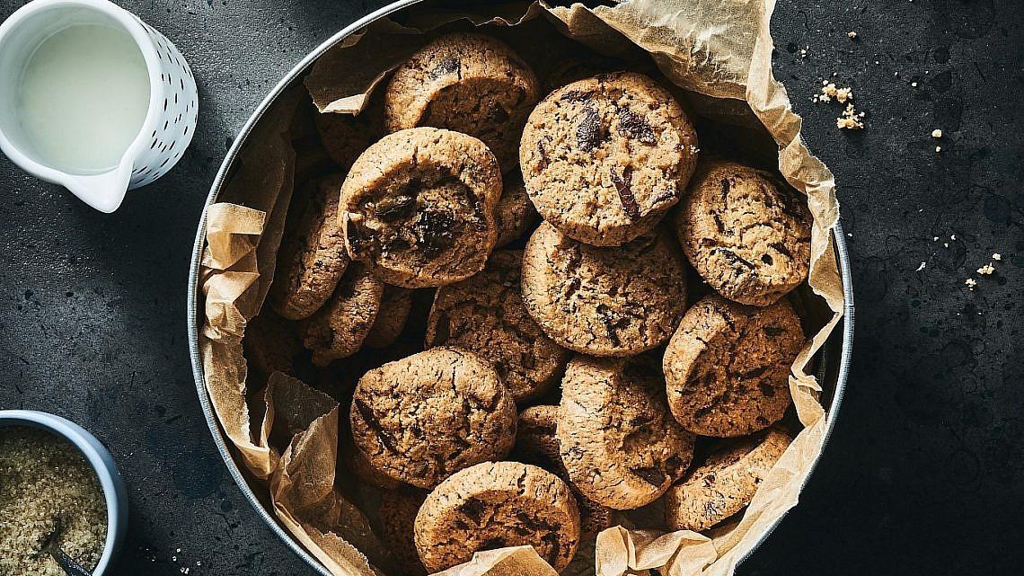 עוגיות שוקולד צ'יפס ללא גלוטן של שף קונדיטור רביבה אפל. צילום: אמיר מנחם, סטיילינג: ענת לבל