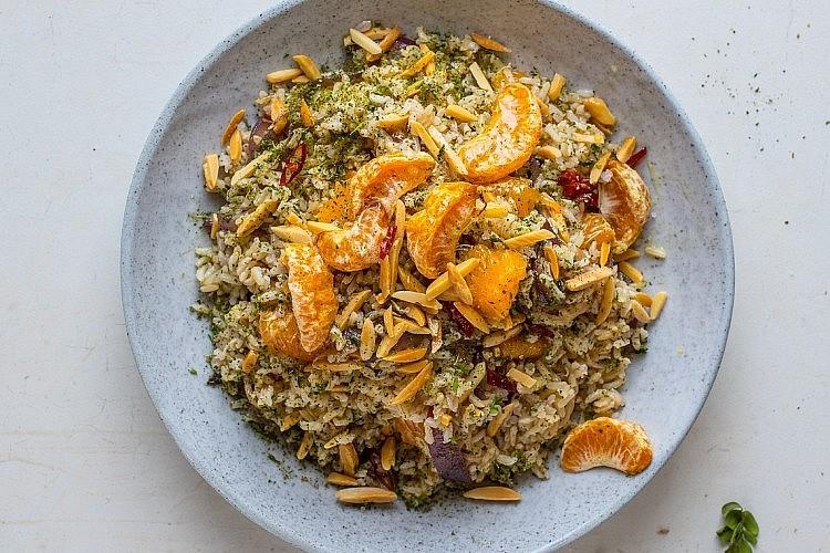 אורז בסמטי מלא עם קלמנטינות מיובשות ותבלינים של רינת צדוק. צילום: חיים יוסף