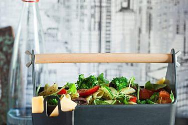 סלט פסטה ירוק עם פרמזן של שף אילן חפץ. צילום: אפיק גבאי. סטיילינג: טליה גון־אסיף
