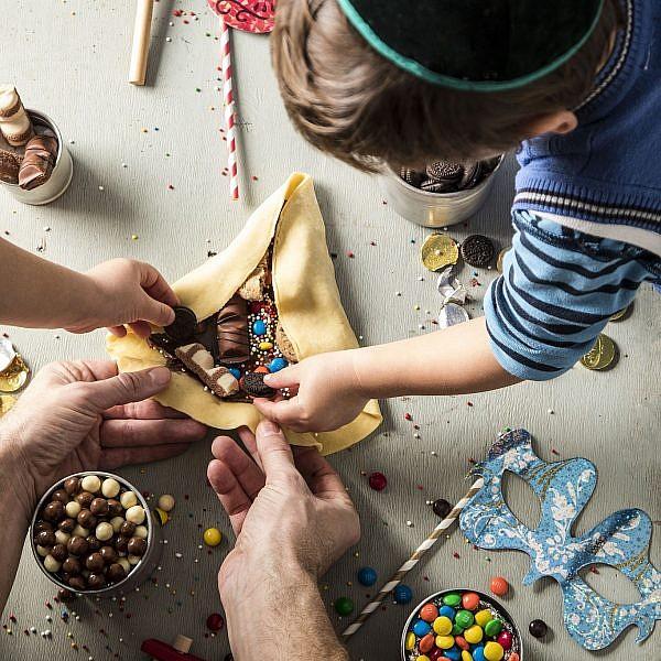 אוזן המן ענקית עם ממתקים לילדים של תום פרנץ. צילום וסטיילינג: אפיק גבאי
