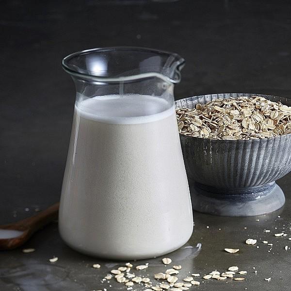 חלב שיבולת שועל של מרב הלפרין. צילום: אנטולי מיכאלו. סטיילינג: ענת לבל