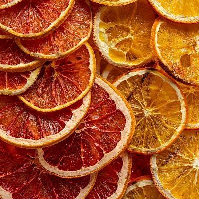 פירות הדר מיובשים של רינת צדוק. צילום: חיים יוסף
